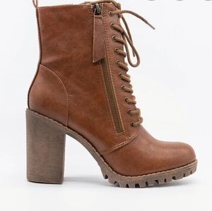 Boots - Lace up